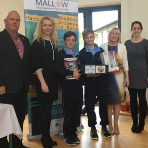 Jerry Lynch, MDP schools co-ordinator; Maeve Liston and Michael Brown, Mary Immaculate College and John McDonnell, MDP vice-chair with pupils and staff of Bweeng NS who won the 'Design a STEM Logo' competition