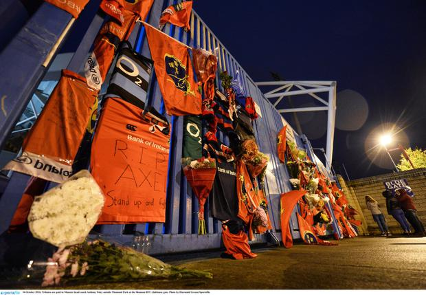 Tributes are paid to Munster head coach Anthony Foley outside Thomond Park at the Shannon RFC clubhouse gatePhoto by Diarmuid Greene/Sportsfile