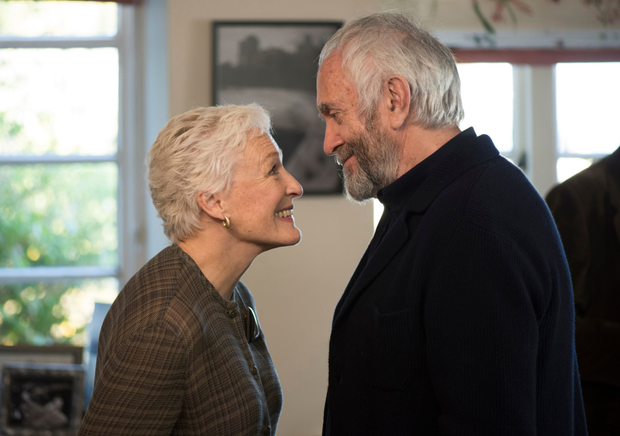 Glenn Close as Joan Castleman and Jonathan Pryce as Joe Castleman in The Wife