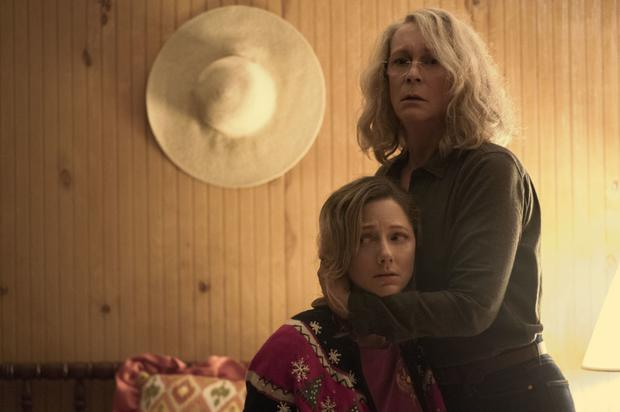 Judy Greer as Karen and Jamie Lee Curtis as Laurie Strode in Halloween