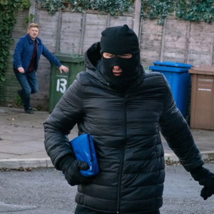 Kirk steals the shop takings from Chesney in Coronation Street