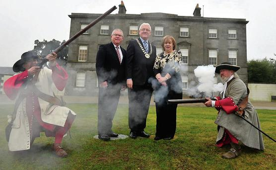 Kevin Stewart, Meath County Council; Cllr. John V. Farrelly, Cathaoirleach, Meath County Council and Joan Martin, Louth County Council, at the mercy of Battle of the Boyne re-enactors Boyd Rankin and Ricardo Gatica, Irish Arms Historical Reproductions, at the launch of the Boyne Valley Tourism Conference and Exhibition.