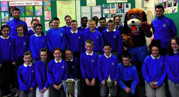 The 6th class from Mell with Doggie and some players from Drogheda United.