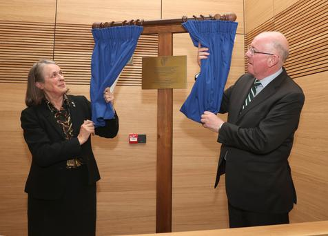 Chief Justice Susan Denham and Minister for Justice Charlie Flanagan TD unveil a plaque at the opening of the new courthouse in Drogheda