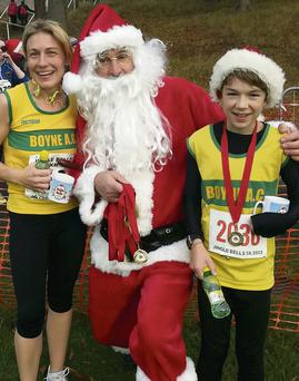 Boyne AC's Rebecca and Harry Carolan pictured with Santa at the Jingle Bells 5k.