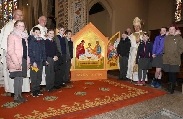 Fr Billy Swan, Fr Odhran Furlong, Fr Jim Fegan and Bishop Denis Brennan with pupils of Ballindaggin NS