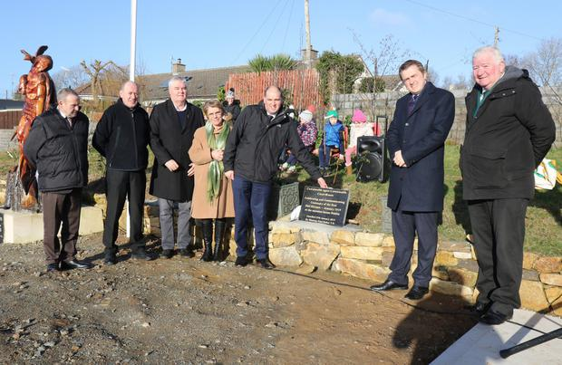 Minister Paul Kehoe, unveiling a plaque, with Cllr Willie Kavanagh, Fr John Byrne, Cllr Johnny Mythen, Bernie Doyle, TD James Browne and David Doyle at the ceremony in Glenbrien to mark centenary of first Dáil