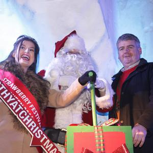 Switching on the lights: Strawberry Queen Rebecca O'Connor, Santa and Cllr Oliver Walsh