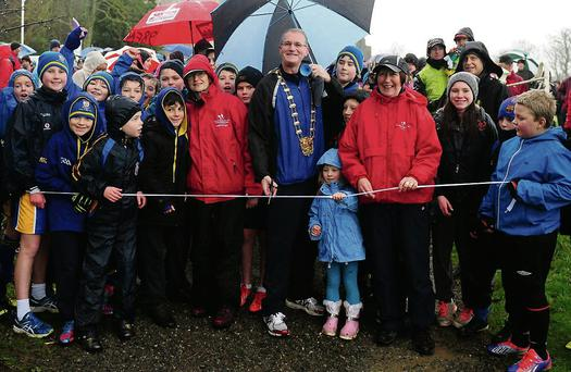 Mayor Kieran Dennison cuts the ribbon to start the fourth annual Operation Transformation 3km walk at Ardgillen Castle.
