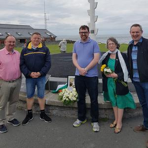 Remembering Muriel MacDonagh (Widow of Proclamation signatory Thomas) who died off Shenick Island one hundred years on 9th July 1917 were Cllr Tom O'Leary, Cllr Malachy Quinn, Gerard Shannon from Skerries Historical Society, Muriel McAuley, granddaughter of Proclamation signatory Thomas MacDonagh and Muriel MacDonagh, Cllr Darragh Butler