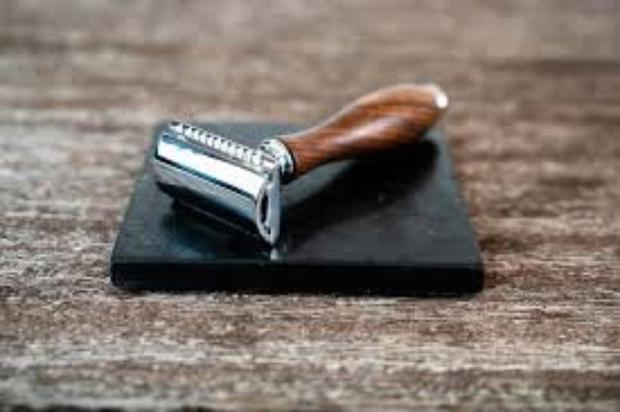 The Naked Necessities zero waste razor enables only the blade to be changed, while you reuse the handle