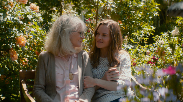 Blythe Danner as Ruth Keller and Hilary Swank as Bridget Keller in What They Had