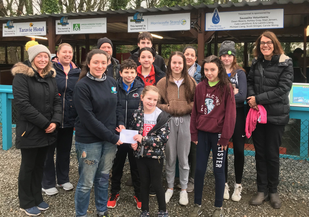 Doireann Nugent is joined by fellow members and the committee of Courtown Swim Club to present a cheque for €175 to Ffion ofSeal Rescue Ireland, the proceeds of the Swim Club's Christmas raffle