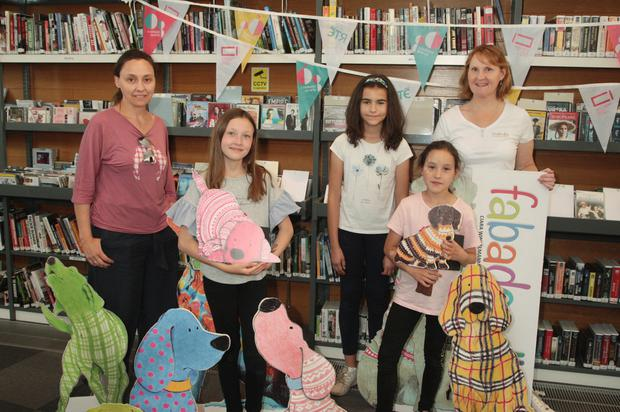 Elena Verdugo with her children Perea, Belen and Elena along with artist Ciara Winkelmann of fabadoodles at the Crinniu na nÓg drawing day at Gorey Library