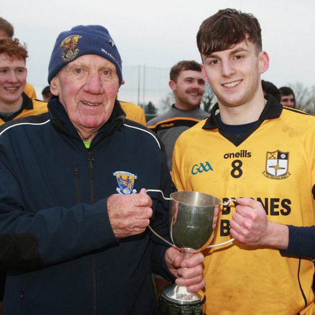 Seán Bookey of Kilrush receives the trophy from Jack O'Brien