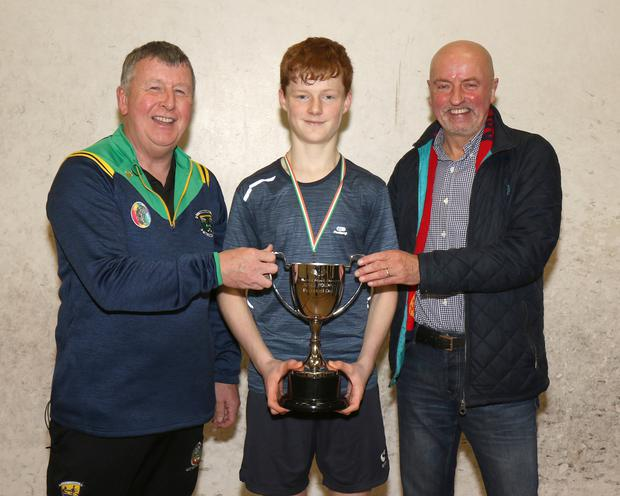 Seán White, men's 'A'winner (centre), with Tom Dunphy (Chairman) and John Young (sponsor)