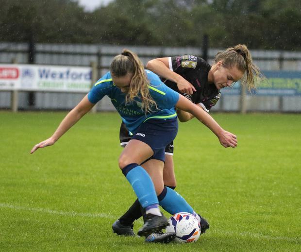 Lynn Craven battling for the ball with Fiona Donnelly