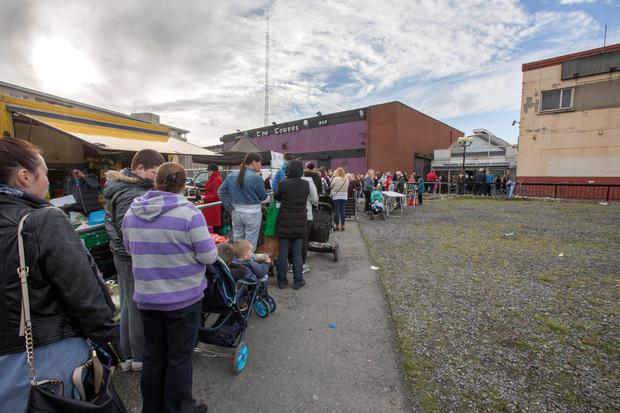 Crowds outside Ballymun post office which had problems with access to money. Pic:Mark Condren 29.10.2015