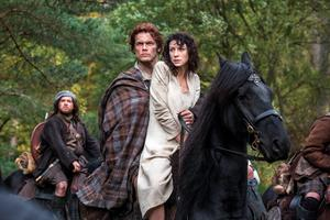 Caitriona Balfe as Claire Randall, right, and Sam Heughan as Jamie Fraser,