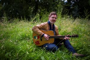 Offaly singer-songwriter Mundy says missing out on grant cash feels like a 'kick in the teeth'