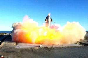 The prototype explodes in Texas after a successful ascent