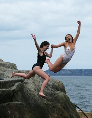 Sophie Dibben and Alice Murnaghan from the UK enjoying the weather at Fortyfoot.