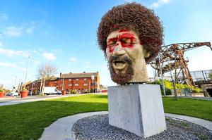 The defaced statue of Dubliners legend Luke Kelly on Seville Place in Dublin after it was attacked by vandals. Photo: Gerry Mooney