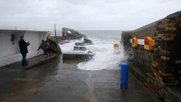 High waves hit the Forty Foot at Sandycove (Photo: Sam Boal/Rollingnews.ie)