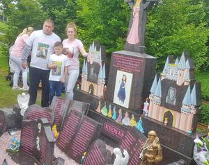 Chantelle Keenan's family at her grave