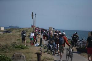 Crowds enjoy the good weather at North Bull Wall in Dollymount, Dublin, yesterday