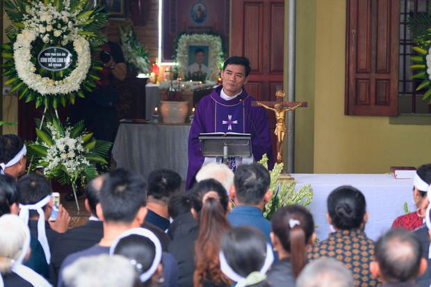 A priest officiates prayers during a wake for Nguyen Van Hung. Photo: Nhac Nguyen/AFP via Getty Images