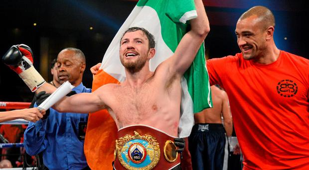 Andy Lee, centre, celebrates after his victory against Matt Korborov.