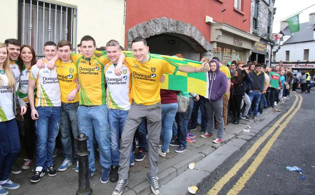 Hundreds lined up the street from 8 am in front of the Hole in the Wall pub to celebrate the Donegal Day in City