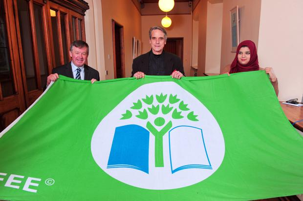 UCC President Dr. Michael Murphy; Jeremy Irons and Fiza Ahmed (UCC Student's Green Society) pictured with the Green Fag. UCC became the world's first Green Flag Campus for third-level institutions in 2010, an award received from An Taisce and the Foundation for Environmental Education. UCC UCC has been ranked second for the second year running in the Universitas Indonesia (UI) Greenmetric World University Ranking 2014. The Oscar winning actor attended a screening in UCC of the acclaimed environmental documentary,'Trashed'.
