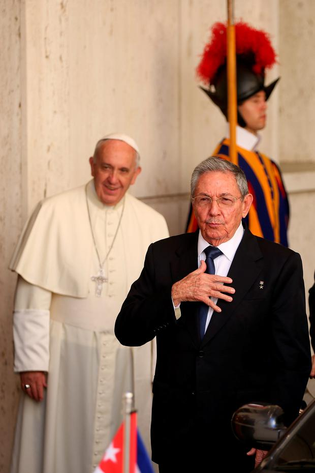 Raul Castro and Pope Francis