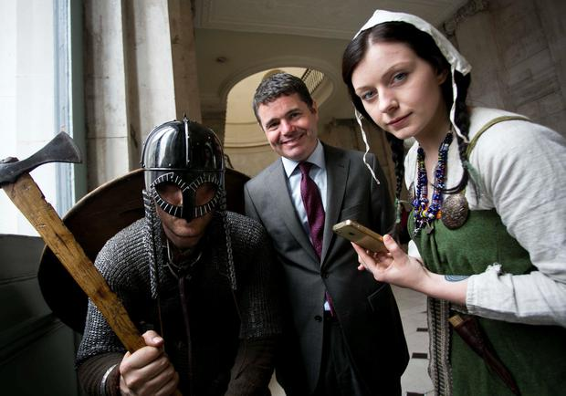 Pictured is Minister for Transport, Tourism and Sport, Paschal Donohoe TD with Viking Actors, Niamh O'Rourke and Dave Swift from Claiomh.ie.