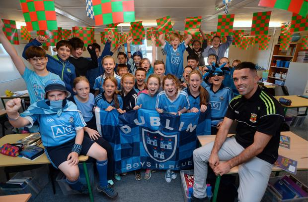 Former Mayo footballer and teacher James Burke with his students dressed in Dublin colours. Howth Primary School (Scoil Mhuire). Tuckett's Lane, Howth, Co. Dublin. Picture: Caroline Quinn