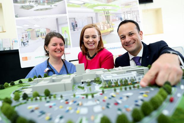 Niamh Collins, of Connolly Hospital, Eilish Hardiman and Minister for Social Protection Leo Varadkar view the model