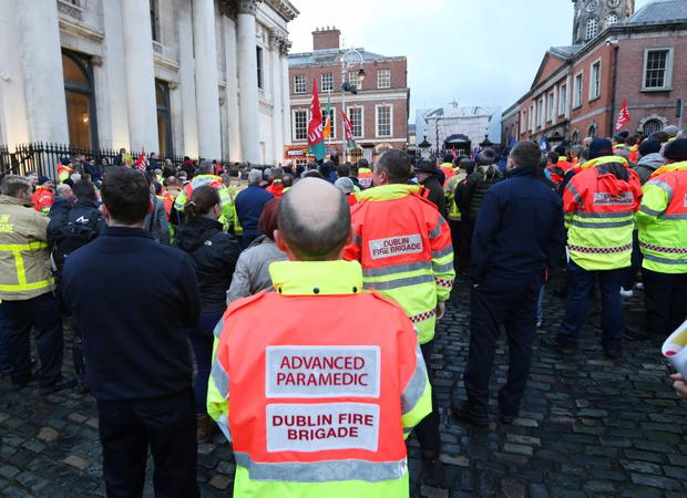 Dublin Fire Brigade members protests outside City Hall