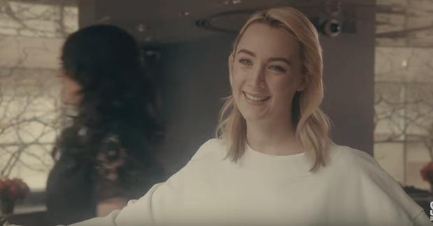 'SNL' Promo: Saoirse Ronan Outshines Rockefeller Center Christmas Tree