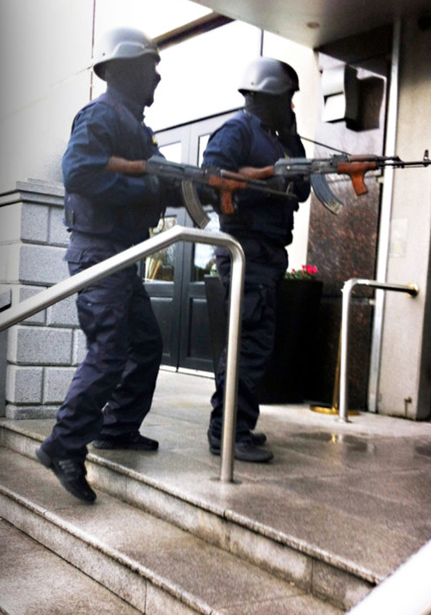 Armed raiders disguised as gardai enter the Regency Hotel where David Byrne was murdered