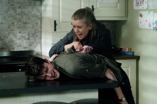 Aoife nearly gets found by Robbie but keeps the pressure up on Oisin