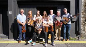 Robbie Henshaw and Sharon Shannon with his sisters Kate, Alison and Emily (back row) and dad Tony