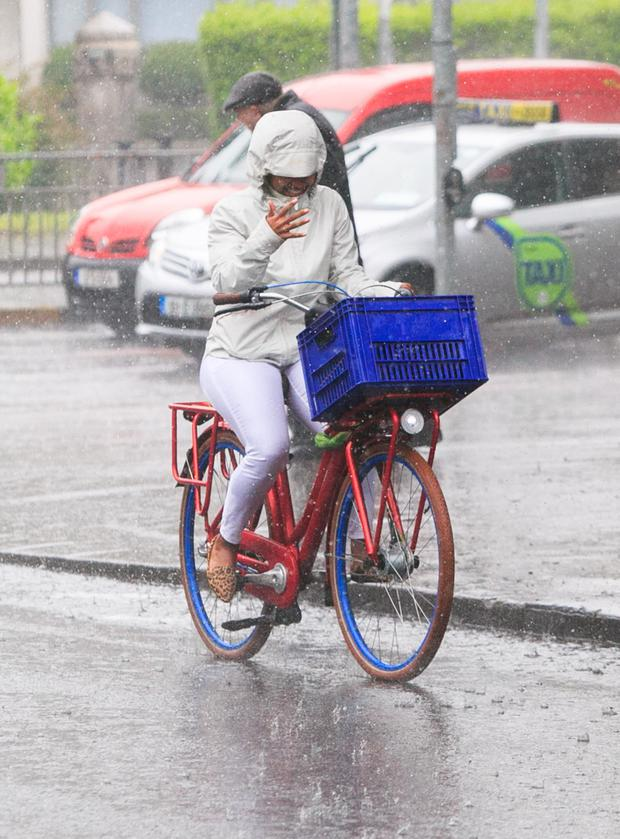 A cyclist braves the rain on Northumberland Road in Dublin city centre
