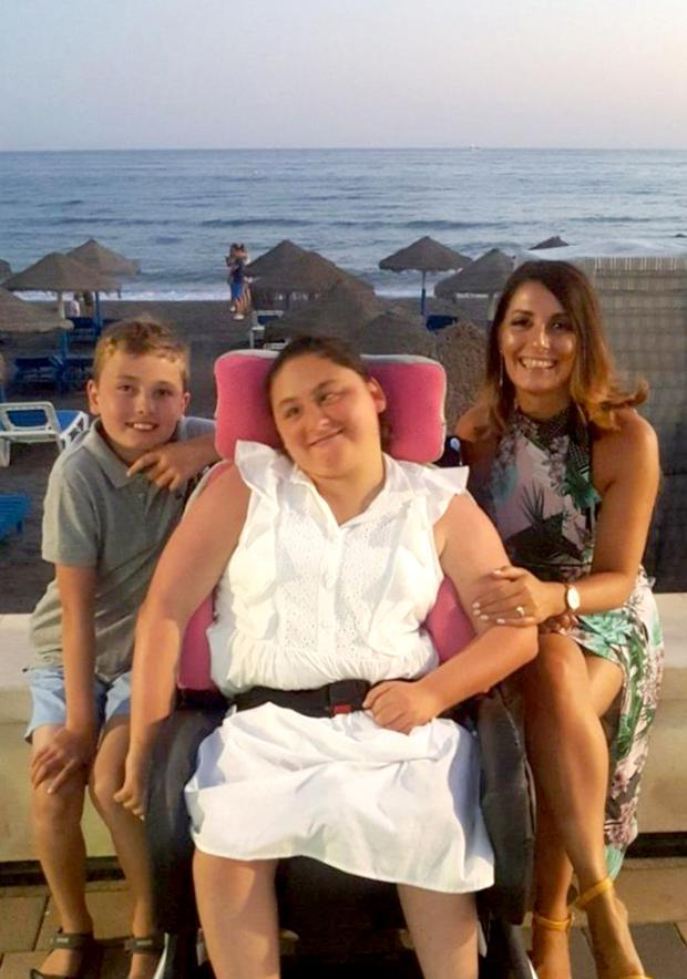 Ciara Ormond (centre) with her mother Jean (right) and brother Cillian (left)