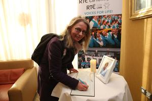 Niamh McAllister signing the book