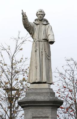 A statue of Fr Matthew on Dublin's O'Connell Street. Picture credit; Damien Eagers 26/11/2014