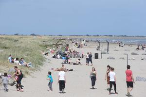 People out enjoying the fine weather yesterday on Dollymount Strand. Photo: Collins