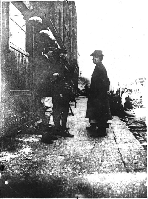 Patrick Pearse surrenders at Moore Lane on April 29, 1916