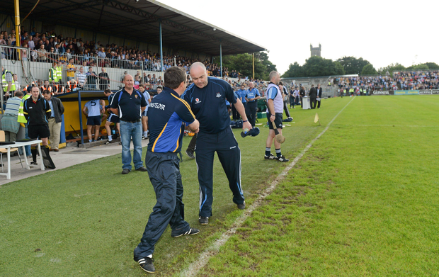 OLD FRIENDS: Clare manager Davy Fitzgerald (left) and Dublin manager Anthony Daly shake hands before the game in Ennis in 2012. Photo: Sportsfile